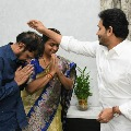 Roja met CM Jagan along with family members on her wedding anniversary