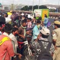 Police Lathi Charge on Migrant Labour In Tadepalli