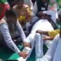 jdu legislator gets leg massage by partymen at a rally