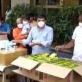 Dil Raji donates sanitigers and masks to sanitation workers