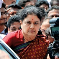 Shashikala Promises Cadre to Retrieve AIADMK
