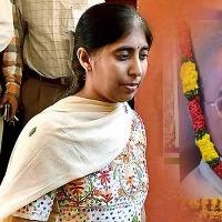 YS Sunitha met Kadapa SP and request security