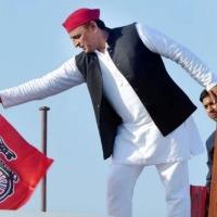 MLAs From Mayawatis Party Meet Akhilesh Yadav