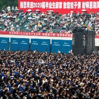 11000 Students Attend University Graduation in Wuhan Without Face Masks