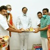 Talasani invites CM KCR to Ujjaini Mahankali Bonalu