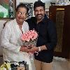 Chiranjeevi visits senior actor Kaikala Sathyanarayana