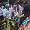 CBI former JD Lakshminarayana visits Ravulapalem market yard