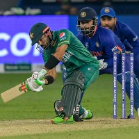 Pak steady in chasing against Team India
