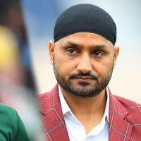 Twitter Feud Between Harbhajan singh and Mohammed Amir