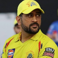 Australia All Rounder Marcus Stoinis Commends Dhoni
