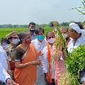 Nirmala Sitharaman talks to farmers of Jakkula Nekkalam