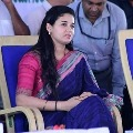 Mysore district collector Rohini Sindhuri changes her car tire