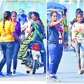 Girls collects donations on Guntur road