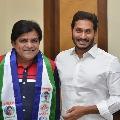 Comedian Ali mentions Rajinikatnth dialogue to praise CM Jagan