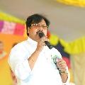 Varla Ramaiah hits out CM Jagan mentality after police stoppage Amaravati women at Prakasham Barrage