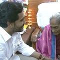 CM Jagan met daughter of Pingali Venkaiah