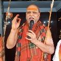 Swami Swaroopanandendra starts bus tour to Tirumala