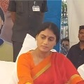 Police breaks YS Sharmila protest at Indira Park