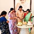 Sharmila attends her mother YS Vijayamma birthday celebrations