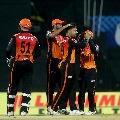 Sunrisers bowlers restricts Delhi Capitals for medium score