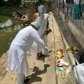 Muslim MP done the last rites of a Brahmin professor
