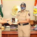 Mumbai lady cop Rehana kind gesture towards poor children