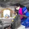 Kalvakuntla Kavitha offered prayers at Siddulagutta Sivalayam