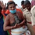 VHP Fires on jagan govt on attacks on temples