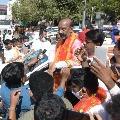 Bandi Sanjay reaches Charminar Bhagyalakshmi Temple
