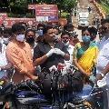 Budda Venkanna gives a fitting reply to Sajjala on media liberty