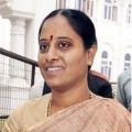 Konda Surekha fires on Congress seniors