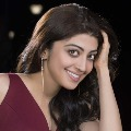 Actress Pranitha donates 1 lakh for film industry workers